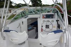 2007 Trophy 1952 Walkaround Boat
